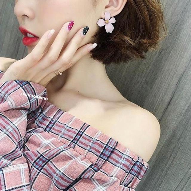 大人気♡オルチャンフラワーピアス♡ピンクの通販