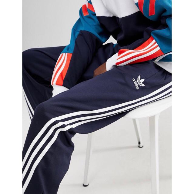 adidas(アディダス)の【Mサイズ】新品タグ付 adidas  3ストライプ ジャージパンツ ネイビー メンズのパンツ(その他)の商品写真