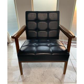 カリモクカグ(カリモク家具)の50周年限定 復刻プレート カリモク Kチェア ブラック(一人掛けソファ)