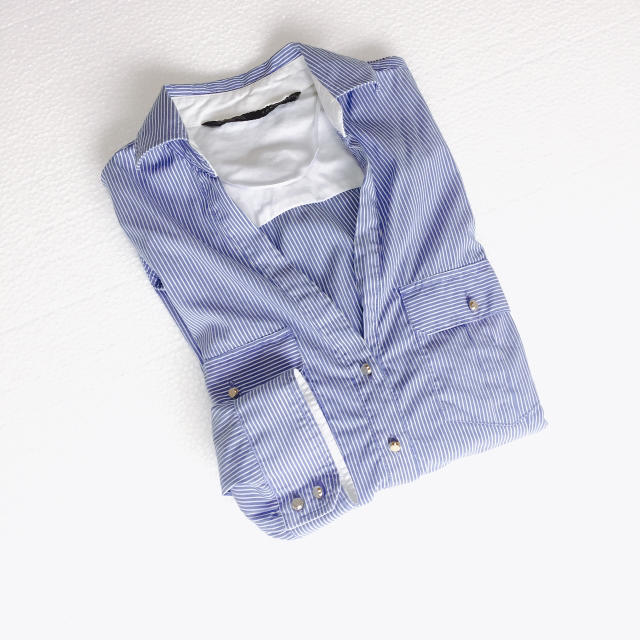 ZARA(ザラ)のZARA スキッパー シャツ ブラウス 青 ピンストライプ  レディースのトップス(シャツ/ブラウス(長袖/七分))の商品写真