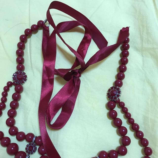 ZARA(ザラ)のワイン色   ネックレス レディースのアクセサリー(ネックレス)の商品写真