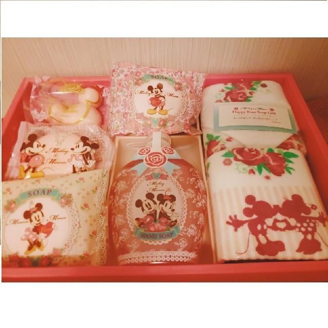 Disney(ディズニー)のミッキー&ミニー☆ローズソープギフト(´- `*) コスメ/美容のボディケア(ボディソープ / 石鹸)の商品写真