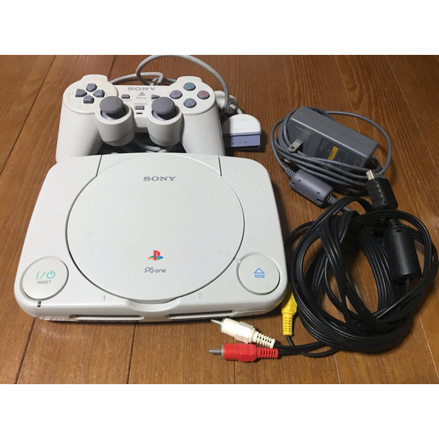 PlayStation(プレイステーション)の送料込☆PS ONE☆ エンタメ/ホビーのテレビゲーム(家庭用ゲーム本体)の商品写真