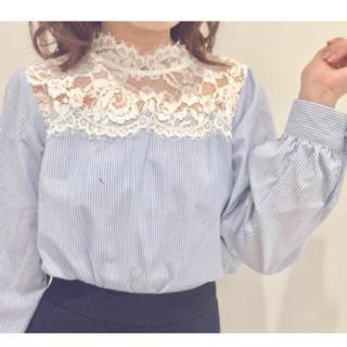ジーユー(GU)のストライプレースシャツ(シャツ/ブラウス(半袖/袖なし))