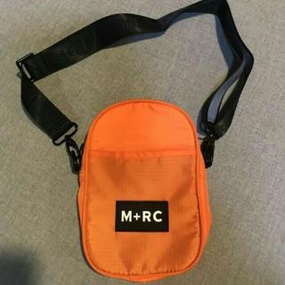 ノワール(NOIR)のM+RC NOIR ショルダーバック  オレンジ(ショルダーバッグ)