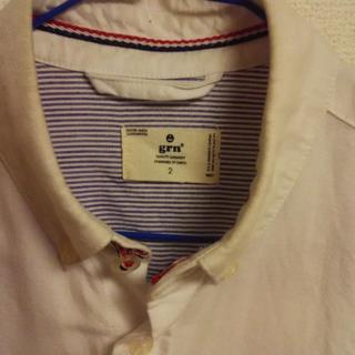 ジーアールエヌ(grn)の白シャツ(シャツ)