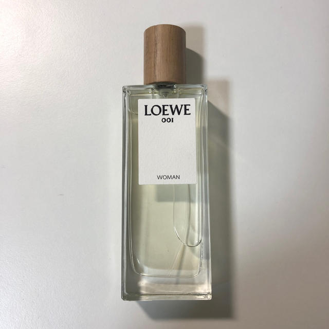 LOEWE(ロエベ)のLOEWE 001 Eau de Parfum WOMAN 50ml 香水 コスメ/美容の香水(香水(女性用))の商品写真