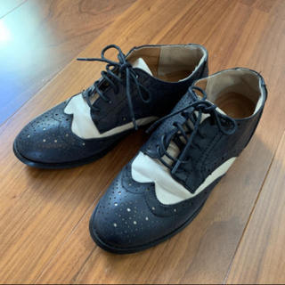 サルース(salus)のモノトーン☆フラットシューズ(ローファー/革靴)