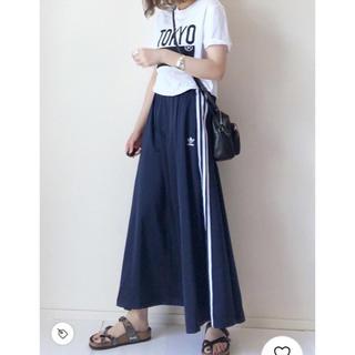 アディダス(adidas)の【新品】アディダス スリーストライプ ロングスカート adidas(ロングスカート)