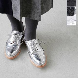 ジェフリーキャンベル(JEFFREY CAMPBELL)のジェフリーキャンベル シルバーマニッシュシューズ 美品 24.0㎝(ローファー/革靴)