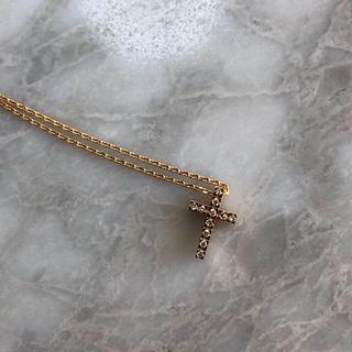 スタージュエリー(STAR JEWELRY)のチャーミーのダイヤのクロスネックレス(ネックレス)