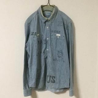 バーンズアウトフィッターズ(Barns OUTFITTERS)のBARNS デニム シャツ 落書きデザイン プリント ワーク 日本製 インディゴ(シャツ)