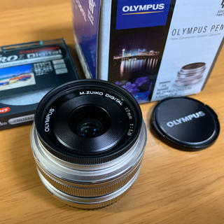 オリンパス(OLYMPUS)の【本日限定値下げ】単焦点レンズ M.ZUIKODIGITAL 17mm F1.8(レンズ(単焦点))