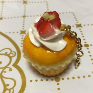 キューポット(Q-pot.)のフェイクスイーツ ♡ ストロベリーカップケーキチャーム(バッグチャーム)