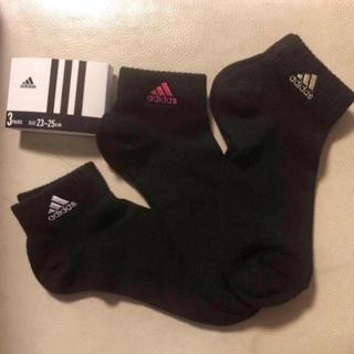 アディダス(adidas)の新品 アディダス 靴下 3色 3P クルーソックス 黒 adidasロゴ くつ下(ソックス)