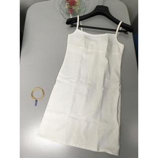 クイーンズコート(QUEENS COURT)の未使用 QUEENS COURT 胸元に小花がついた 清楚な白キャミソールワンピ(ミニワンピース)