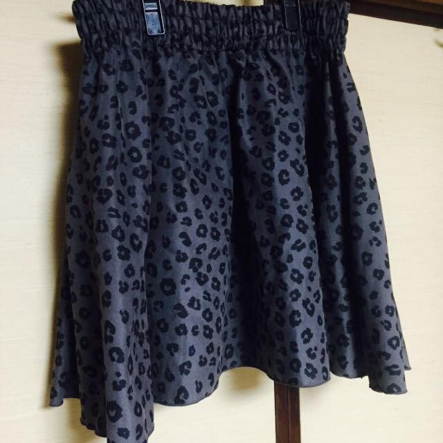 LOWRYS FARM(ローリーズファーム)のヒョウ柄 ギャザースカート グレー レディースのスカート(ミニスカート)の商品写真