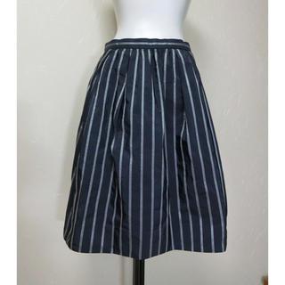 デミルクスビームス(Demi-Luxe BEAMS)のBEAMS ビームス  光沢のある濃いネイビーにストライプのスカート36(ひざ丈スカート)