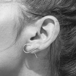 コス(COS)のj62.minimal wire pierce(silver)(ピアス)