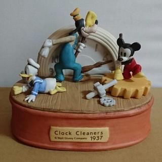 ディズニー(Disney)の新品、未使用 ミッキーとドナルドとグーフィーの時計のお掃除隊 陶器置物(置物)