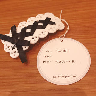 MAID lace-up hair barrette