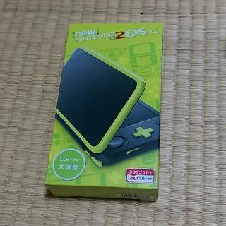 ニンテンドー2DS(ニンテンドー2DS)の新品 New Nintendo 2DS LL 本体 ブラック×ライム(携帯用ゲーム本体)
