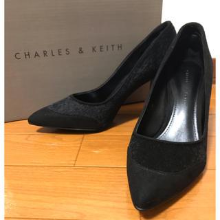 チャールズアンドキース(Charles and Keith)のCHARLES & KEITH 超美品パンプス シルバーチャンキーヒール(ハイヒール/パンプス)