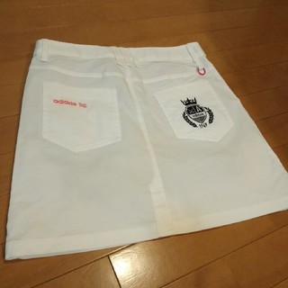 アディダス(adidas)の新品アディダスゴルフ レディーススカート ストレッチスコートMサイズホワイト白(ウエア)