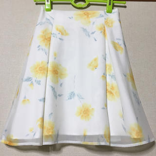 ティティアンドコー(titty&co)のtitty&co  花柄オーガンジータックフレアースカート(ひざ丈スカート)