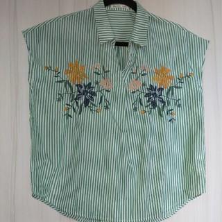 しまむら - 緑 白 グリーン ホワイト ストライプシャツ