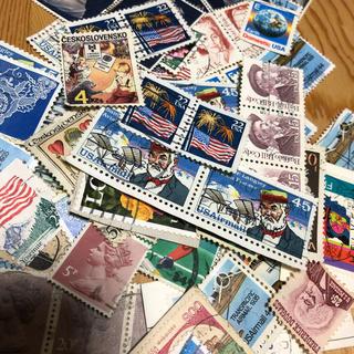 使用済み 外国切手 70枚(切手/官製はがき)