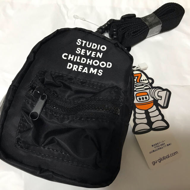 GU(ジーユー)のゆう様専用新品 スタジオセブン×GUミニショルダーウォレット2個セット➕リュック メンズのバッグ(ショルダーバッグ)の商品写真