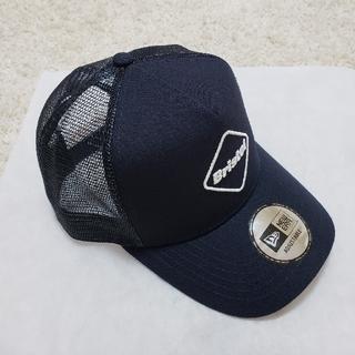 エフシーアールビー(F.C.R.B.)のネイビーキャップ FCRB NEWERA EMBLEM MESH CAP(キャップ)