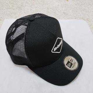 エフシーアールビー(F.C.R.B.)のブラックキャップ FCRB NEWERA EMBLEM MESH CAP(キャップ)