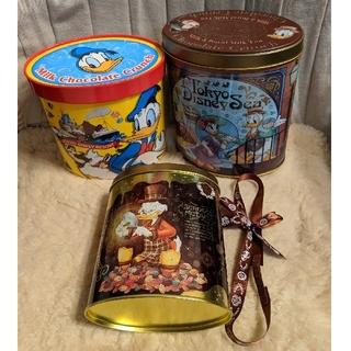 ディズニー(Disney)のチョコクランチ16個+缶2つ+紙箱+リボン(キャラクターグッズ)