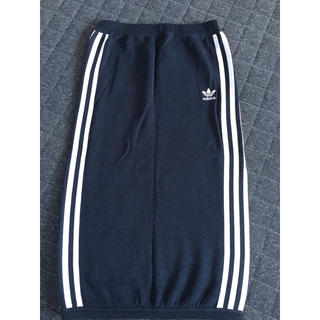 アディダス(adidas)のアディダススカート(ひざ丈スカート)