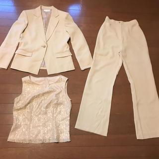 ソワール(SOIR)の美品東京ソワールcoccolussiのレース使用固すぎないフェミニンパンツスーツ(スーツ)