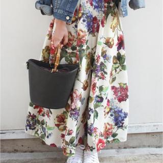 LIMITLESS LUXURY 花柄スカート