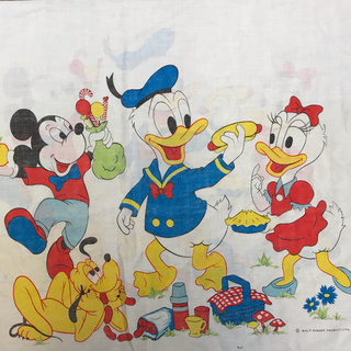 ディズニー(Disney)のa-48 ミッキー レアピローケース ビンテージシーツ(生地/糸)