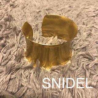 スナイデル(snidel)のSNIDEL バングル ゴールド 美品(ブレスレット/バングル)