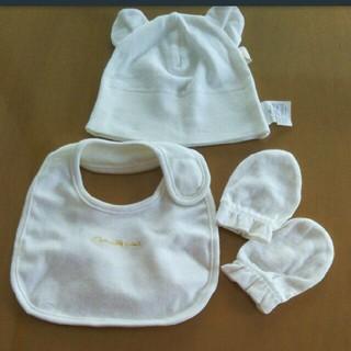 コンビミニ(Combi mini)のベビー 新生児 耳つき 帽子 スタイ ミトン 白 ホワイト 出産準備(ベビースタイ/よだれかけ)