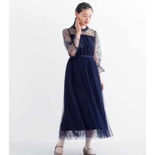 メルロー(merlot)の【merlot plus】メルロー  フラワー刺繍チュール切り替えワンピース(ミディアムドレス)