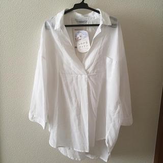シマムラ(しまむら)の新品タグ付 定番人気 ふわかるコットンシャツ ブラウス スキッパーシャツ 抜き襟(シャツ/ブラウス(長袖/七分))