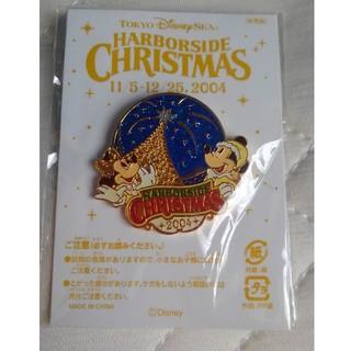 ディズニー(Disney)のディズニーピンバッチ非売品 2004クリスマス(バッジ/ピンバッジ)