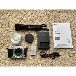 ニコン(Nikon)のニコン Nikon1J5 標準パワーズームレンズキット ミラーレス一眼(ミラーレス一眼)