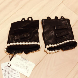 デュラスアンビエント(DURAS ambient)のリボンとパールのフィンガーレスグローブ(手袋)