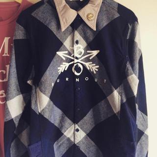 エム(M)のburnout クロスドアローチェックシャツ青(シャツ)