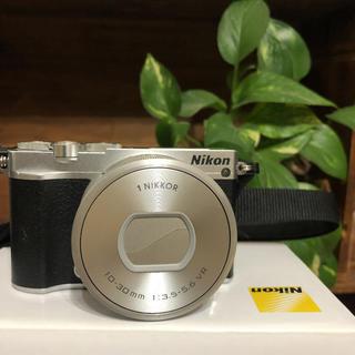 ニコン(Nikon)のNikon J5 ミラーレスカメラ(ミラーレス一眼)
