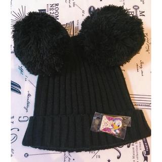ディズニー(Disney)の【正規品】ミッキー耳つきポンポンニット帽 バッチ付き♡⃛(ニット帽/ビーニー)