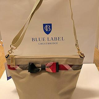 バーバリーブルーレーベル(BURBERRY BLUE LABEL)のブルーレーベルクレストブリッジショルダーナイロンバックベージュ(ショルダーバッグ)
